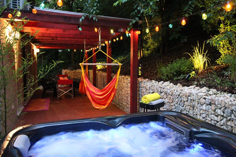 4 Bedroom vacation home 50m from Lake Balaton - quiet place, SUPERHOST on Airbnb, holiday rental in Balatonalmadi