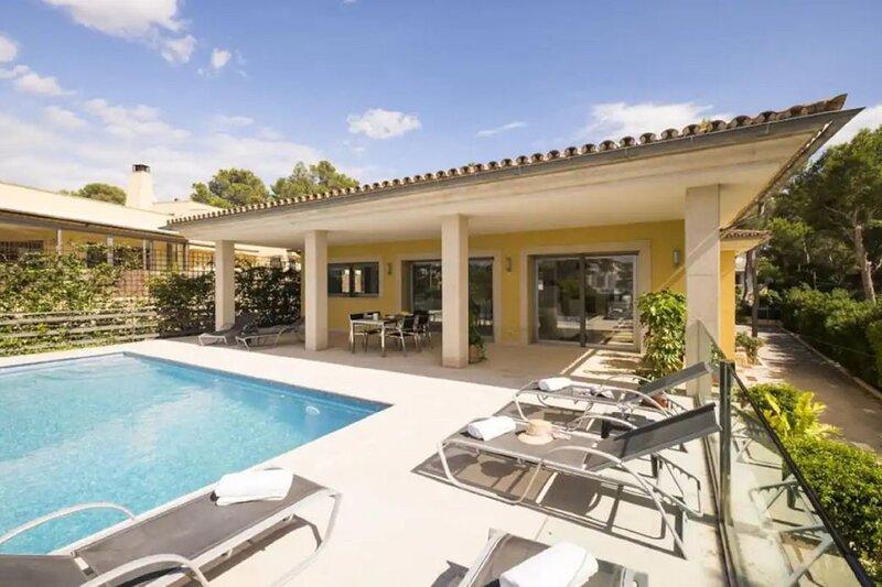 Villa Mar Azul with sea views 600 meters to the beach, casa vacanza a Magaluf