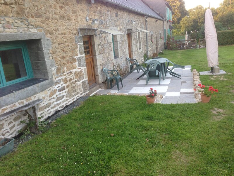 Captivating 2-Bed Cottage in Kerien, holiday rental in Callac