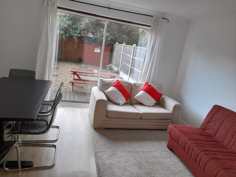 Budget CasaMundial London, holiday rental in Barking