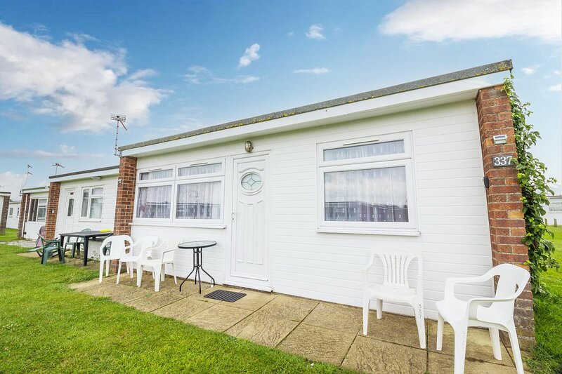 6 berth chalet for hire at California Sands in Norfolk ref 52337CS, holiday rental in Ormesby St. Margaret