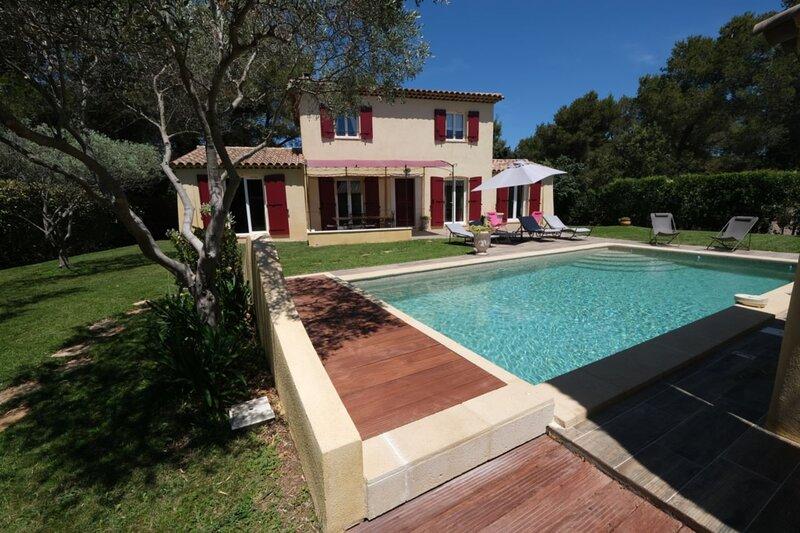 LS7-383 FALABREGUIÉ - Agréable maison de vacances pour 8 personnes en Provence, vacation rental in St Chamas