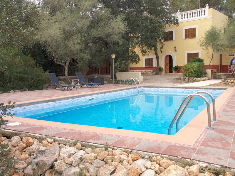 Rural villa sleeps 6/8 Wi Fi , A/C, Private swimming pool., holiday rental in Sencelles