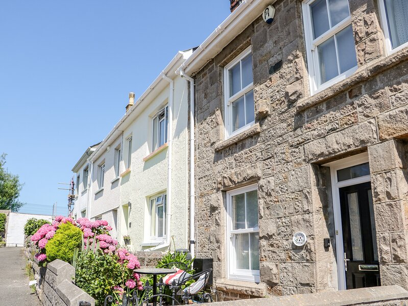 Mazey Cottage, Penzance, holiday rental in New Mill