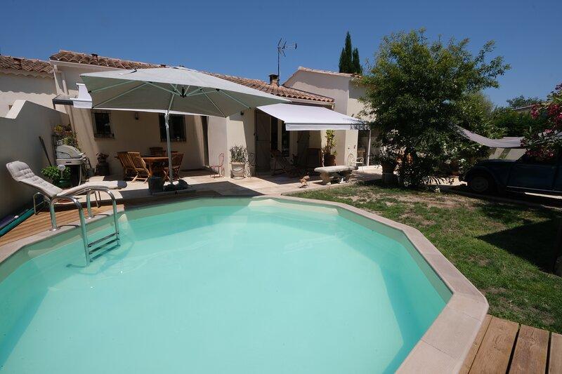 LS1-384 OURTOULANO - Charmante location pour 4 personnes dans les Alpilles, holiday rental in Paradou