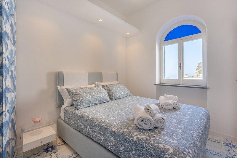Azzurra, Capri center, holiday rental in Marina Grande