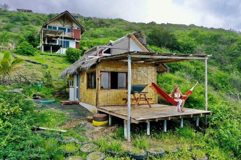 Beautiful tiny house for rent in front of the beach in Sta Marianita, alquiler vacacional en Santa Marianita