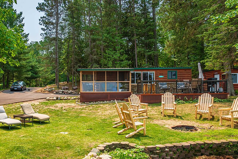 NEW! Rustic Pequot Lakes Cabin w/Dock on Loon Lake, holiday rental in Pequot Lakes
