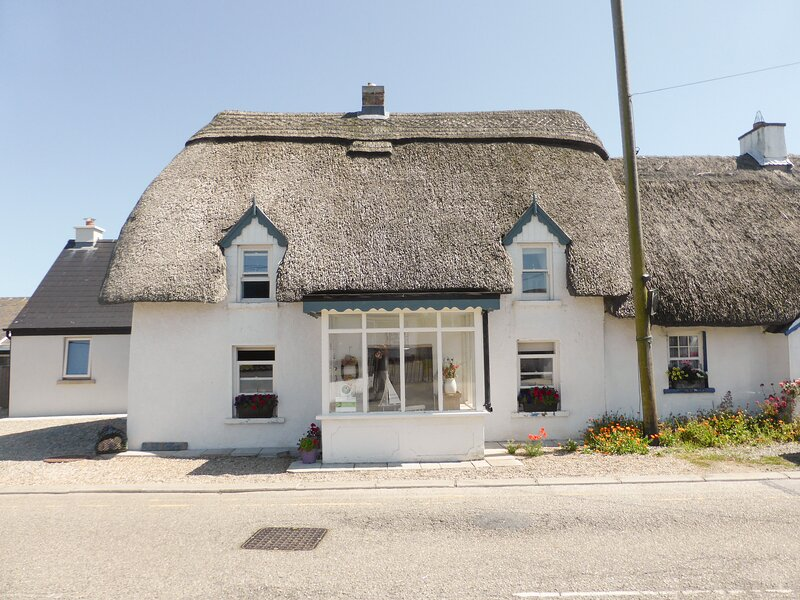 BLUEBELL COTTAGE, Kilmore Quay, County Wexford, holiday rental in Duncormick