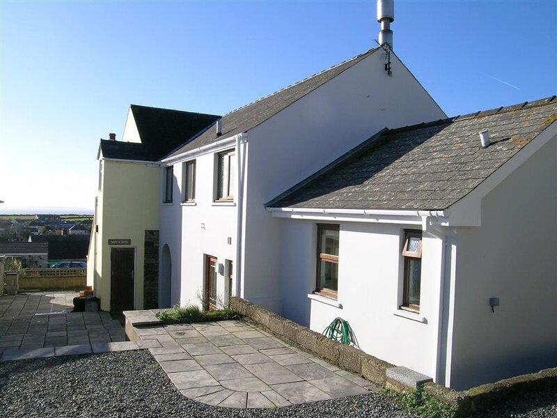 TY TALCEN, 2 bedroom, Pembrokeshire, location de vacances à Newgale