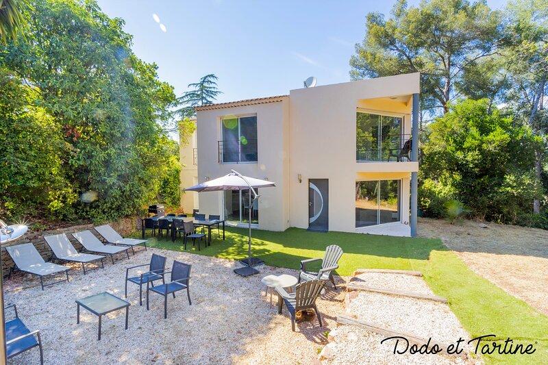 Peaceful 3 bedroom house close to the beach - Dodo et Tartine, casa vacanza a Le Pradet
