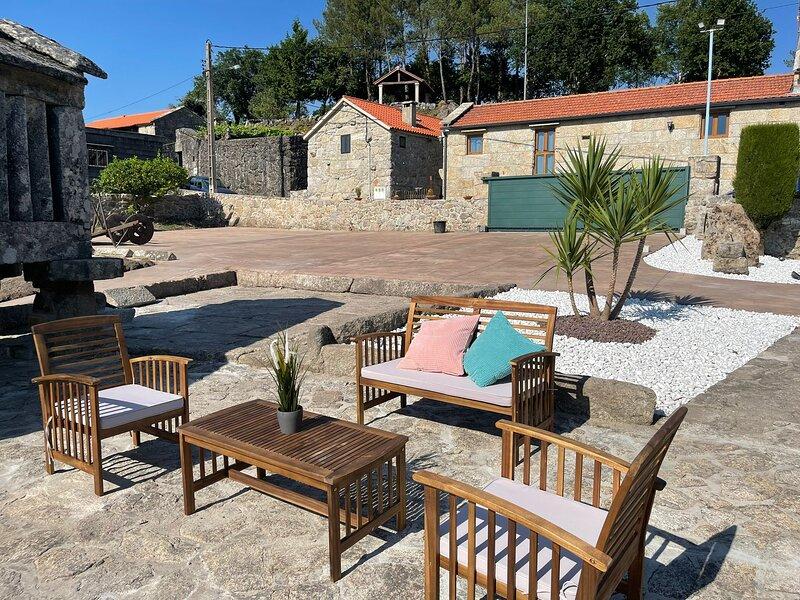 Casa Digna da Reina - Casa rústica con piscina, barbacoa y pista polideportiva, vacation rental in Ricovanca