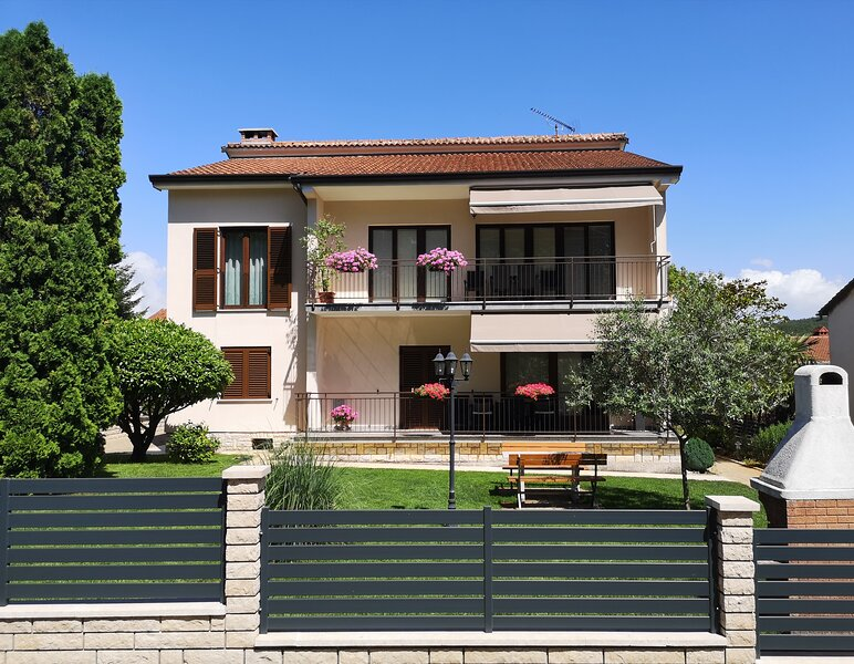Diana - spacious apartment  in central Istria, vacation rental in Pazin