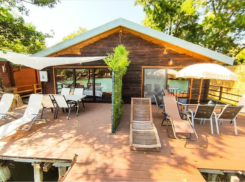 AdaDream Riverhouse, holiday rental in Lezhe County