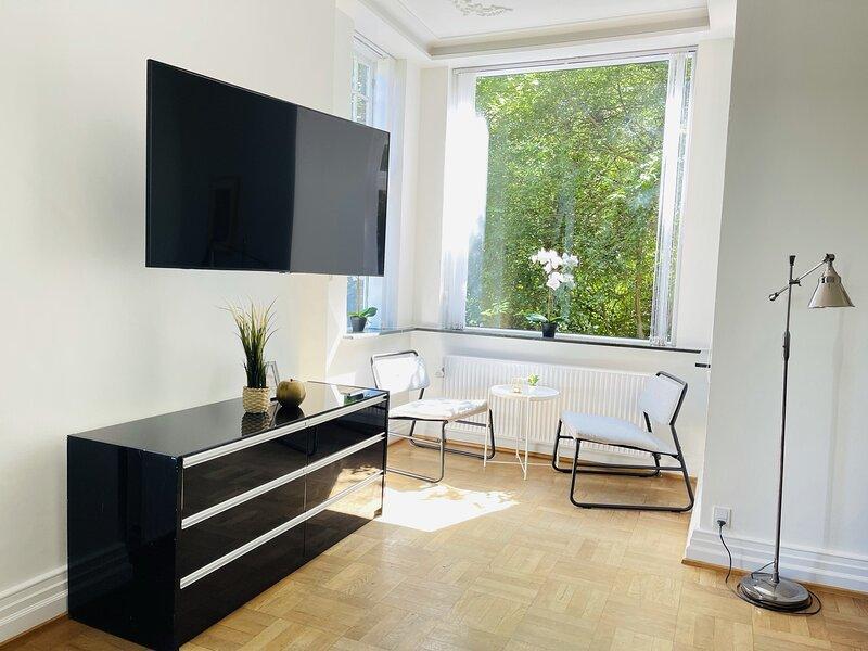 Adnana - Aalborg mansion - Open bright apartment with garden, holiday rental in Rebild Municipality