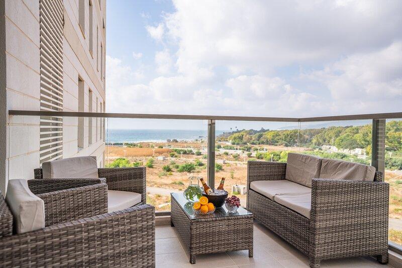 Fantastic Achziv Beach Apartment with Great Views, vacation rental in Nahariya