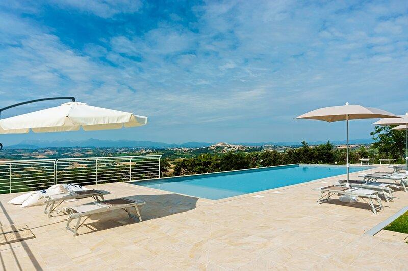 Appartamento con piscina 'Il Cedro', location de vacances à Sant'Elpidio a Mare