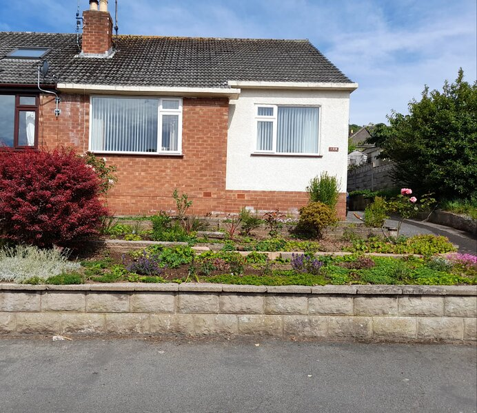 Three bedroom home, free parking, good location, holiday rental in Rhos-on-Sea