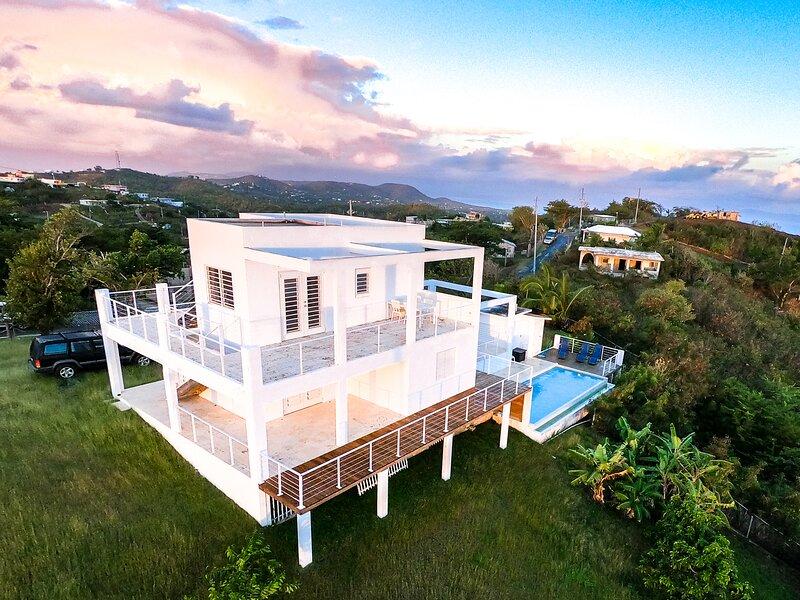 360 Vieques - Romantic Hilltop Villa Private Pool, holiday rental in Isla de Vieques