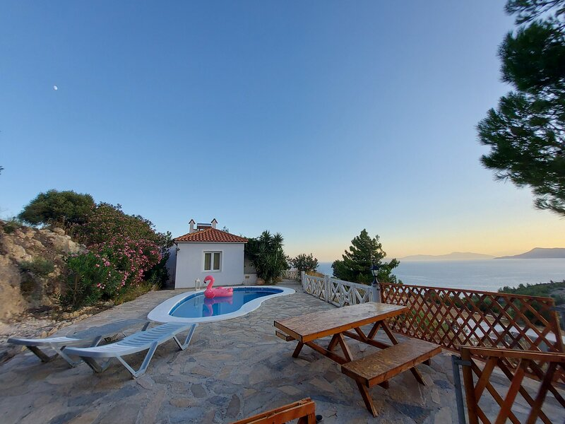 Apartment with Pool and Panorama View, alquiler de vacaciones en Limnionas