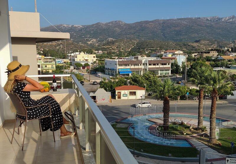 Apartment 100m2, center of Sitia, WiFi, free parking, near beach 350m, holiday rental in Sitia