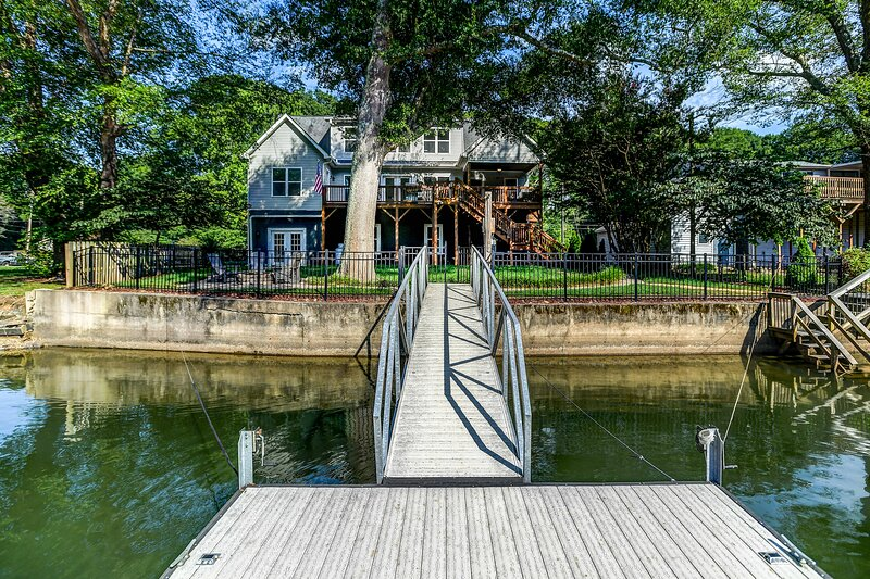 The Rising Riverhouse, vacation rental in Belmont