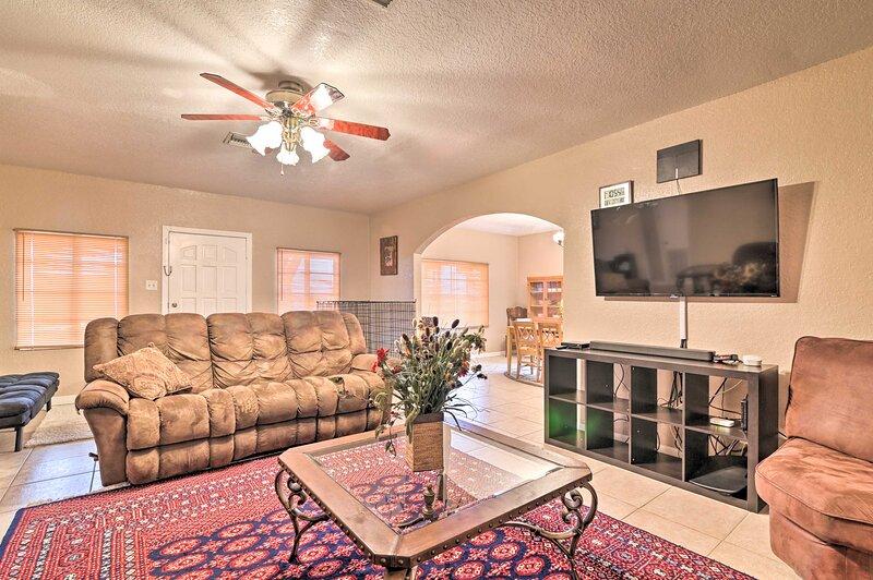 NEW! Auburndale House w/ Private Porch & Gas Grill, location de vacances à Winter Haven