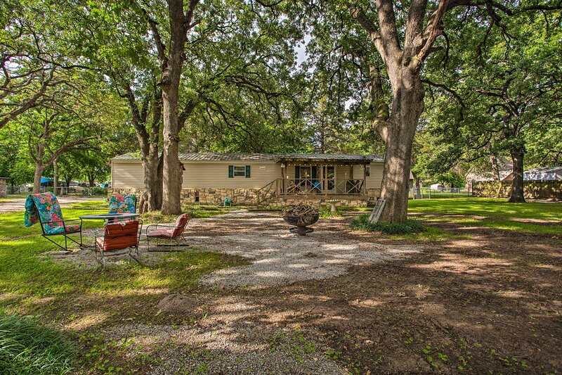 NEW! Red River Cabin: Outdoorsy Lake Texoma Escape, holiday rental in Thackerville