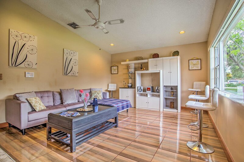 NEW! Lovely Home w/ Patio: 3 Mi to Hollywood Beach, holiday rental in Miramar
