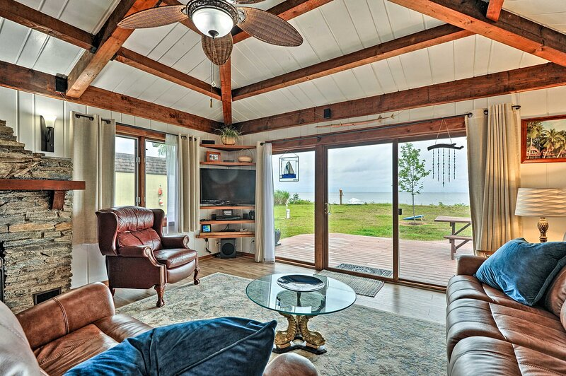 NEW! Waterfront Home w/ Rowboat, Kayaks & Fishing, vacation rental in Calvert County