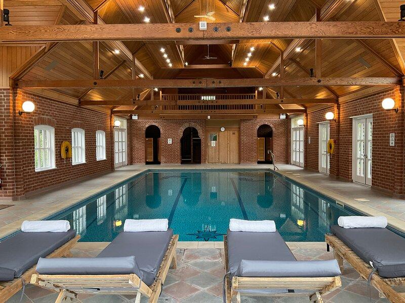 Nedging  Hall country retreat with indoor pool, sauna, Tennis court, billiard rm, holiday rental in Ipswich