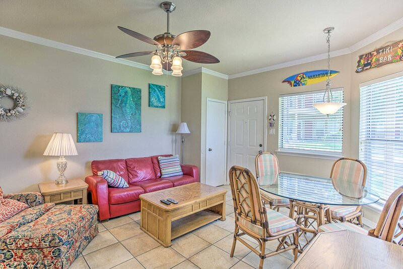 NEW! Relaxing Condo w/ Patio: Walk to Lake Texoma!, holiday rental in Denison