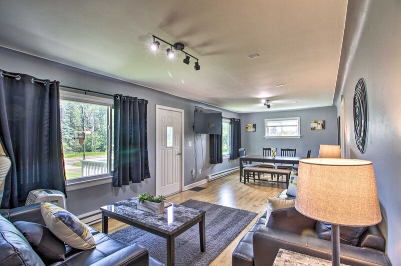 Cozy Getaway: 5 Miles to Duluth & Lake Superior!, holiday rental in Superior