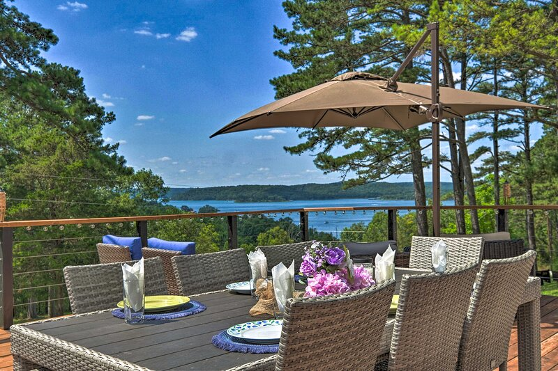 NEW! Upscale Cottage with Furnished Lake-View Deck, holiday rental in Avoca