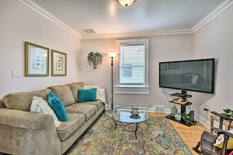 Living Room | Central A/C & Heat | Free WiFi | Cable TV