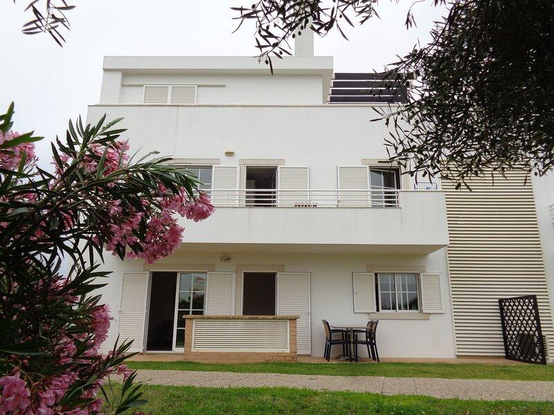 Apartment 'Vista Verde'. 300 Steps from the beach. WiFi, Airco, Private parking., casa vacanza a Cabanas