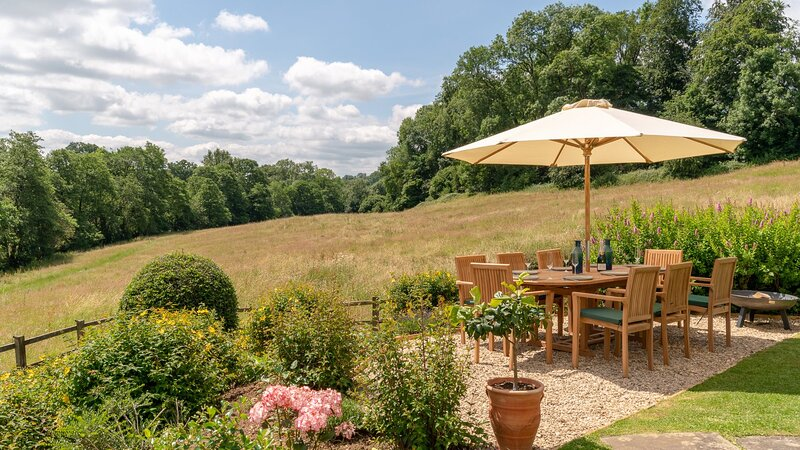 Court Cottage, Painswick - sleeps 8 guests  in 4 bedrooms, vacation rental in Birdlip