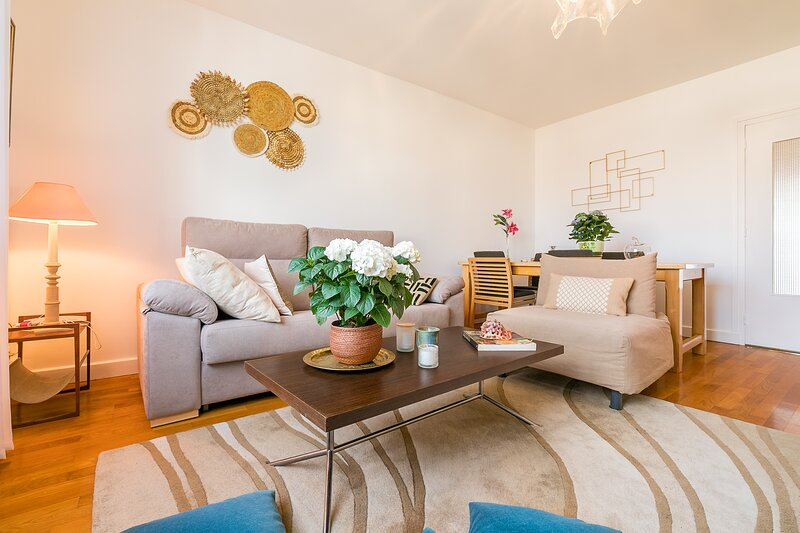 Nouvel Appartement Rénové 95M2 5 Adultes 3 Chambres Place ST Joseph Garage Fermé, holiday rental in Fixin