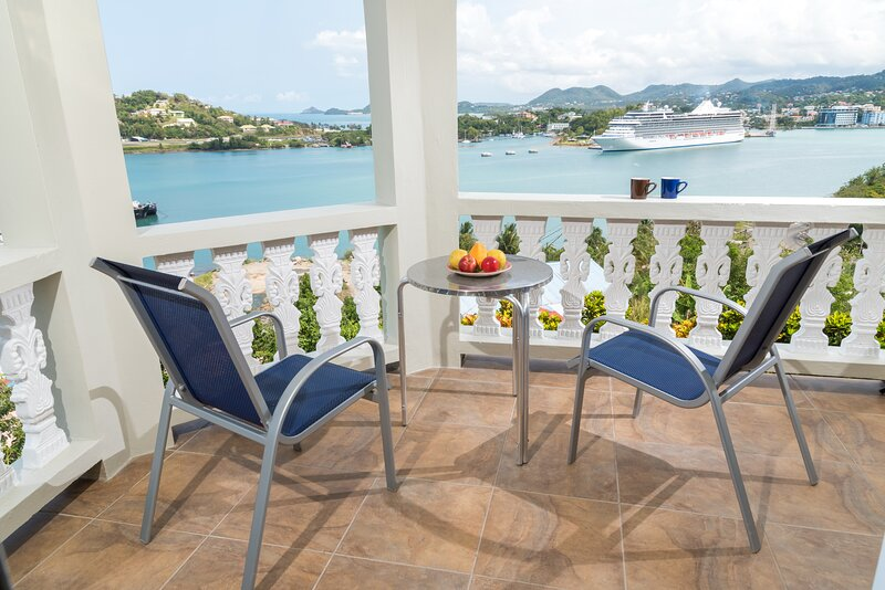 Majestic Affordable Bay View Apartment Within BAYSIDE VILLA ST. LUCIA, casa vacanza a Castries