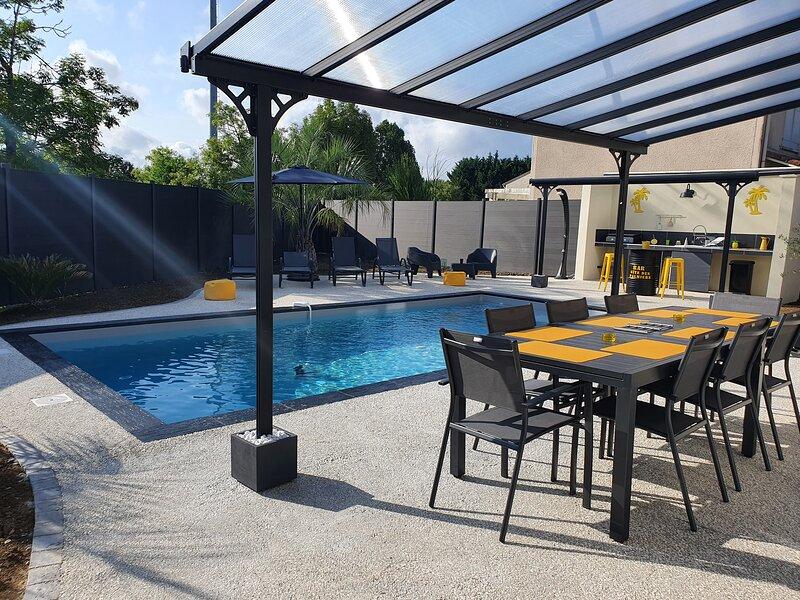 Gîte des palmiers - Magnifique villa privée avec piscine chauffée privative, holiday rental in Pont-du-Casse