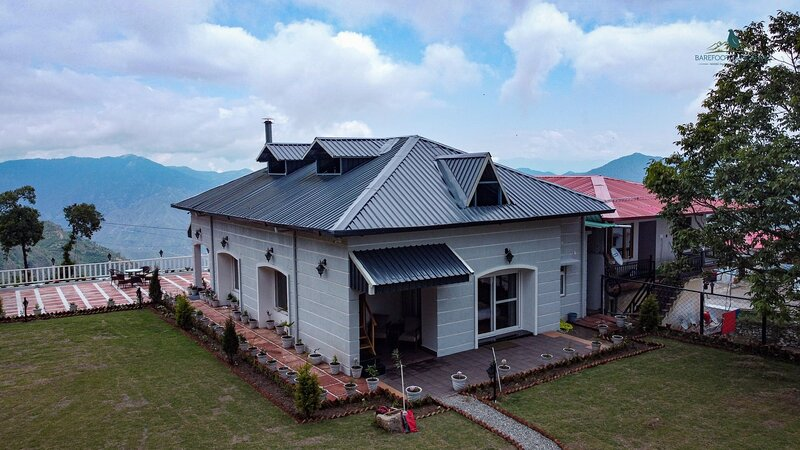 A Luxurious Mountain Bungalow With Stunning Views of the majestic Himalayas, holiday rental in Tehri Garhwal District