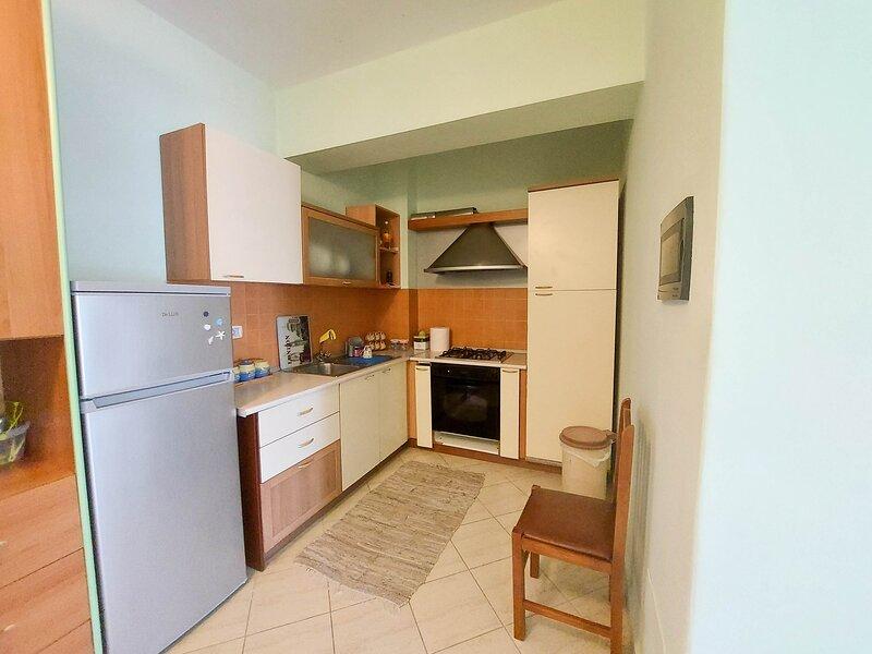 Mare e Montagna - One Bedroom Apartment, location de vacances à Orikum