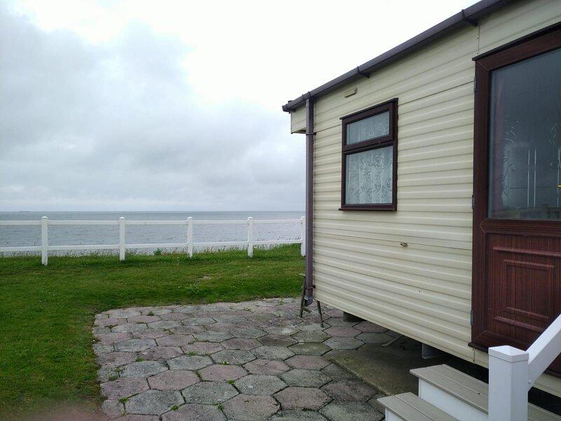 6 berth caravan with full sea views at Hopton Holiday Village ref 80004OV, holiday rental in Hopton on Sea