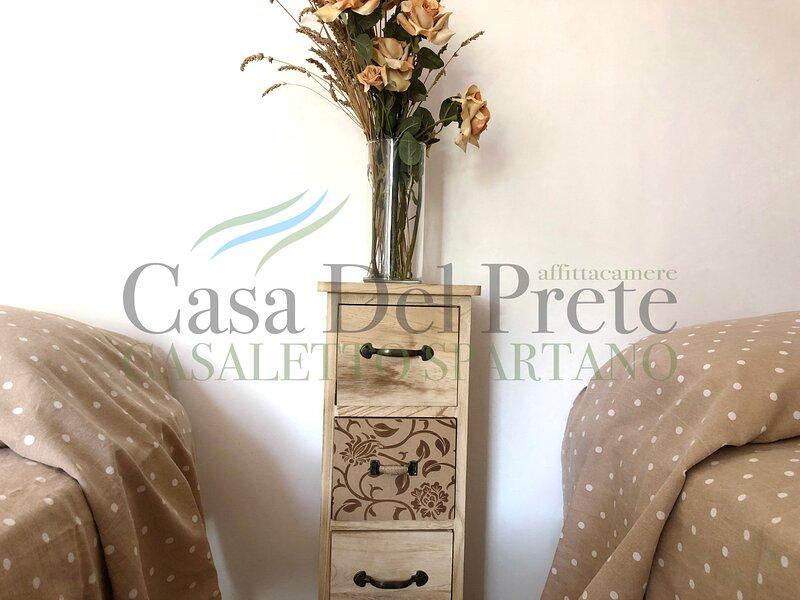 Casa Del Prete - Affittacamere Casaletto Spartano, vacation rental in Torraca