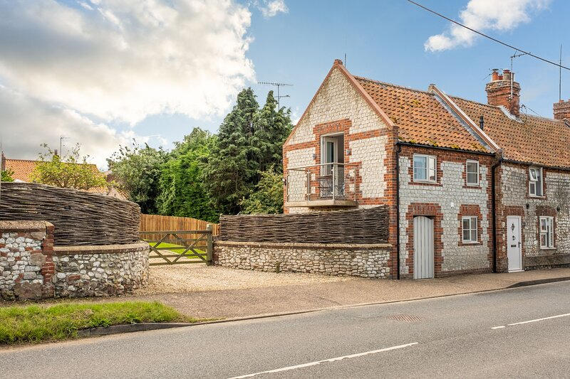 4 Malthouse Cottages, holiday rental in Thornham