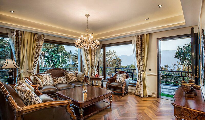 A Majestic Luxurious Rajasi Villa Overlooking The Ganges and Rishikesh Valley, location de vacances à Haridwar
