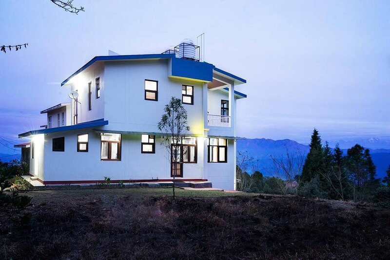 Beautiful Hilltop Villa Overlooking The Majestic Himalayas, holiday rental in Almora District
