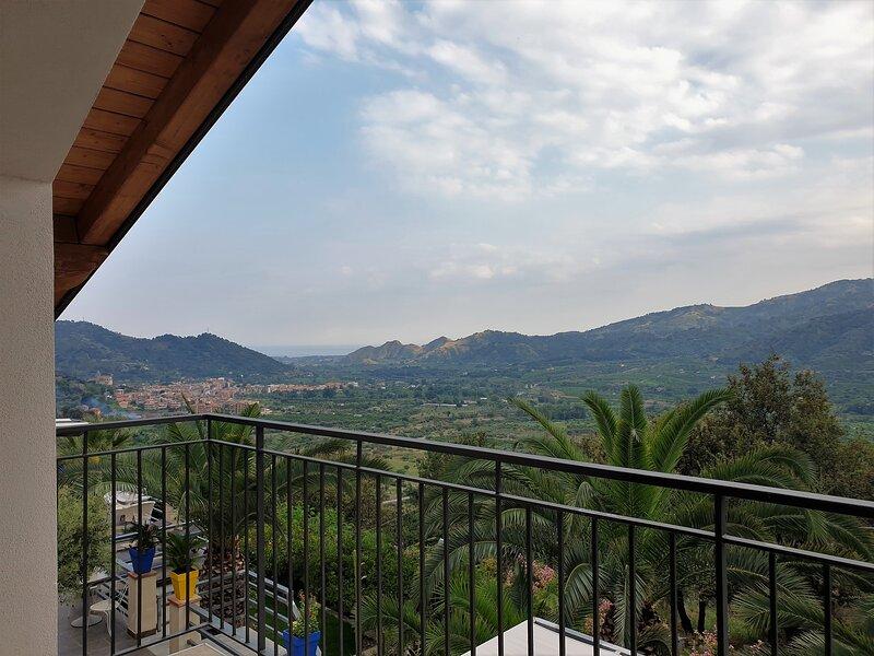 Villa Antheus-Bungalow near Taormina, vacation rental in Graniti