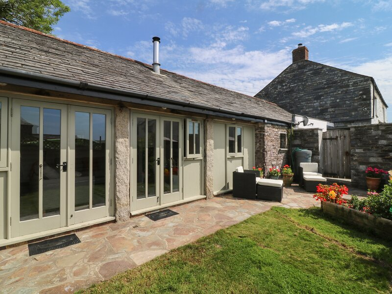 The Linhay, St Kew, holiday rental in Tredethy