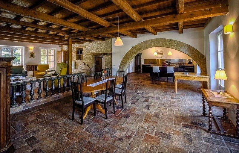 Bella Villa Bolina attrezzata con piscina e colazione gratuita, holiday rental in Porto Cervo